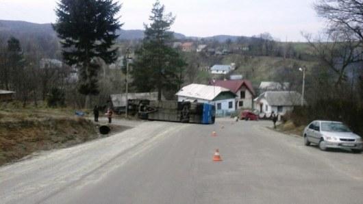 НаИвано-Франковщине перевернулся автобус спаломниками